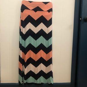 🟣 4/$20 Rue21 Chevron Maxi Skirt Size M